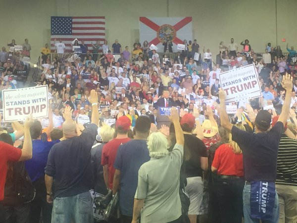 Trump rally in Florida. He asked people to swear they would vote for him. This photo ensued. https://t.co/dE18AJLIEv