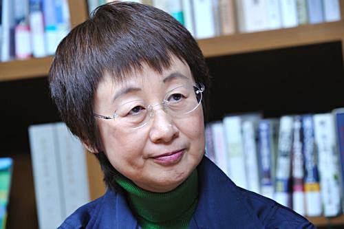 大震災直後、「津波がこわい」という理由で、市政を放棄し、一週間行方不明だった「アイゴー」で逃亡の仙台市長。日教組婦人部長だった経歴、容姿、言動から、帰化朝鮮人でしょ@syuya_yui 市長は民主・社民推薦の奥山恵美子@358i https://t.co/3IJ8wSHZXb
