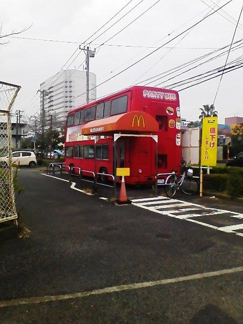 国内でも珍しいマックバスがある船橋競馬場前のマクドナルドが3/31で閉店ふな~。゚(/□\*)゚。結構使ってたから残念ふな~  #funabashi https://t.co/y8bQ000NrE