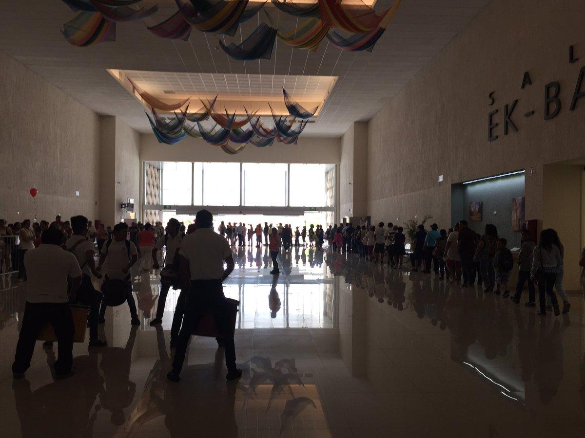Yucatecos hacen Kilométrica fila para participar en el récord Guinnes de la cochinita más grande del Mundo https://t.co/h4tK2kOnfy