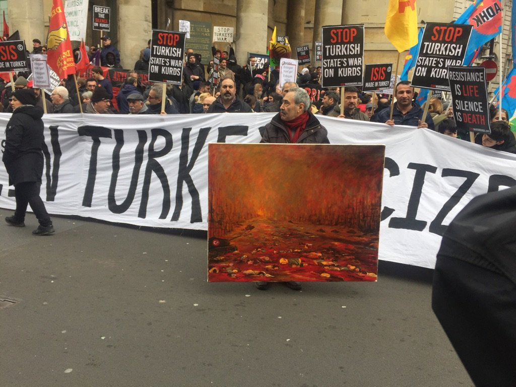And why bring a banner if you can bring a protest oil painting https://t.co/NchbVX4r0q