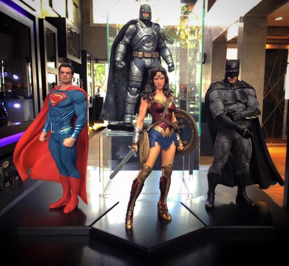 I freaking need these - LOOK AT THEM! #BatmanvSuperman #Batman #Superman #WonderWoman #WhoWillWin https://t.co/uKJXoQcqxA