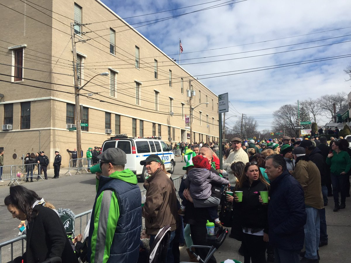 Staten Island St Patrick's Parade delayed because of a Suspicious Package @NY1 #NY1News https://t.co/neX0RJeQpJ