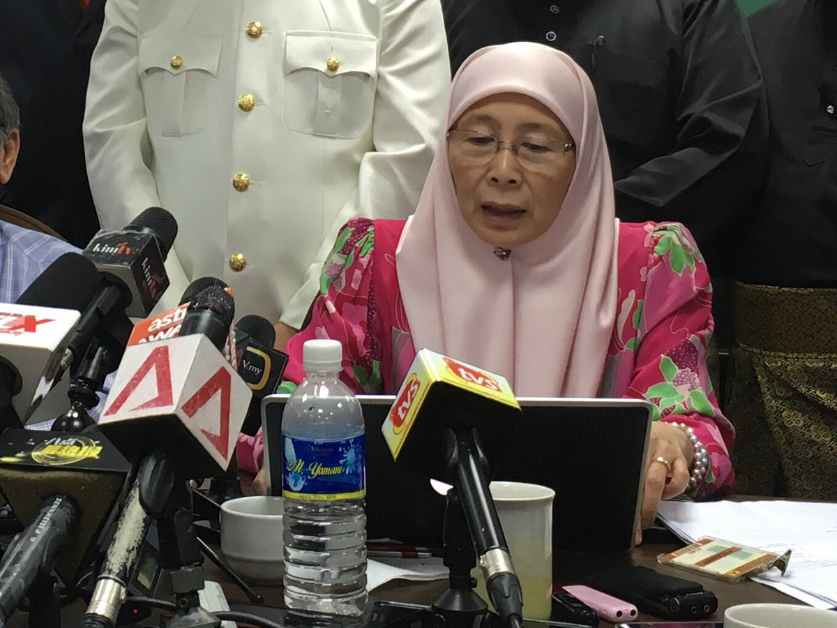 "When asked if Wan Azizah has forgiven Mahathir for DSAI, she said, ""What has happend, has happend"" @ChannelNewsAsia https://t.co/m0toDyHPBd"