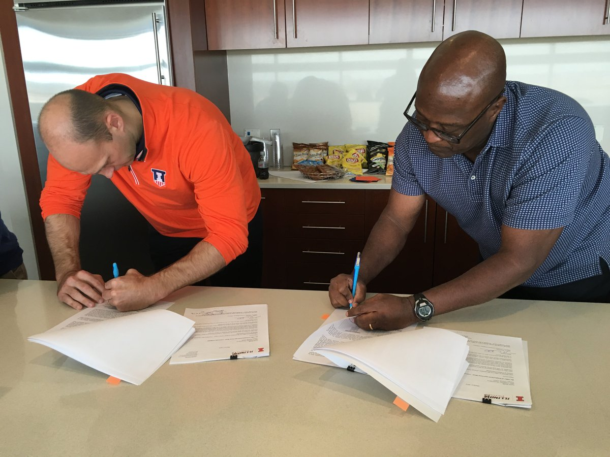 Done deal. #Illini #WeWillWin https://t.co/kzpeljjiNn