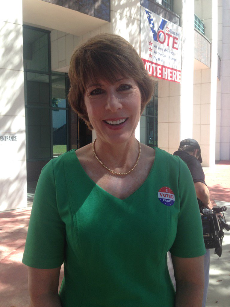 .@RepGwenGraham - a super delegate - says she voted early for @HillaryClinton Says nation needs her leadership https://t.co/RZBbxsHBZS
