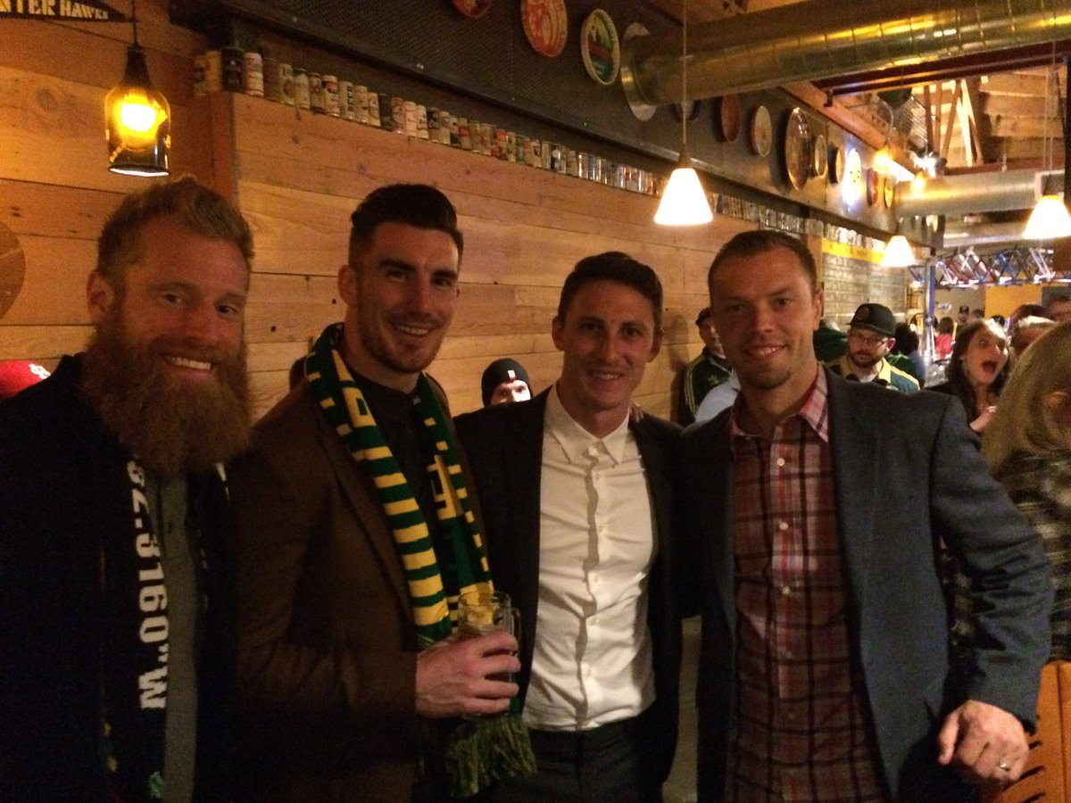 Celebrated 3 points last night w/ @JewsburyJ's collab beer, @BenZemanski @natborchers @liam_ridgewell #ptfc #RCTID https://t.co/NEOsX9Nivh