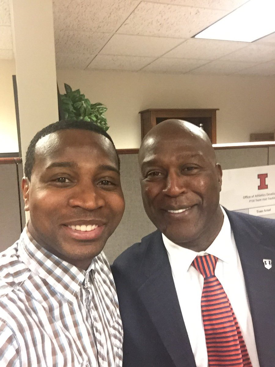 In the office with our guy, Coach Lovie Smith. It's an honor to have him @IlliniFootball very humbling experience! https://t.co/bBA2Z1nN4b