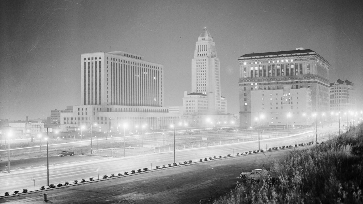 That time in 1955 when an atom bomb blast in Nevada lit up LA's night sky: https://t.co/UwRPQzaH3i @bldgblog @KCET https://t.co/vUYTkvbGCz