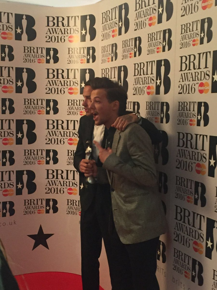 .@Louis_Tomlinson & @Real_Liam_Payne look like they're having fun backstage! #BRITs https://t.co/o30PvrLaFn