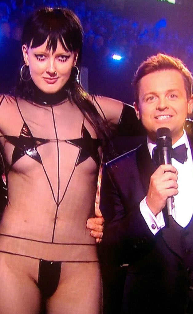 Not 100% convinced by Jessie J's new look.... #BRITs2016 #BRITs https://t.co/f3K63gBzjq