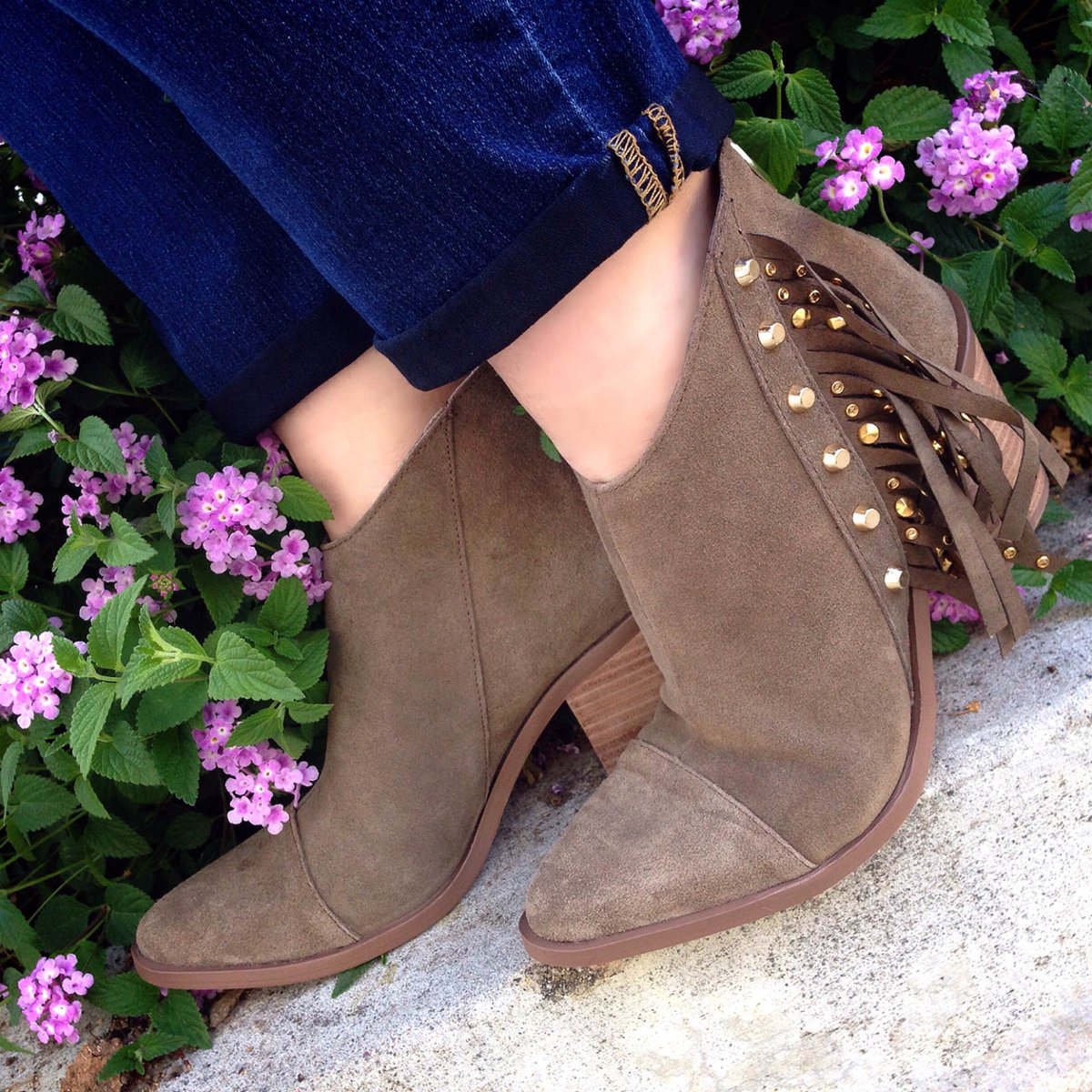RT @FergieFootwear: #ShoeShopping is a #wisedecision w/ 20% OFF @Fergie BENNIE #boots thru 2/25!#WednesdayWisdom https://t.co/hpcNIW5kb9 ht…