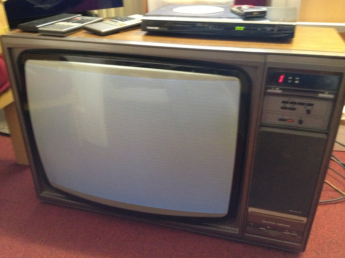 Got a Philips TV with built in Teletext Printer! Any retro TV repair bods out there that can help us get it working? https://t.co/vMRYcVXkL3
