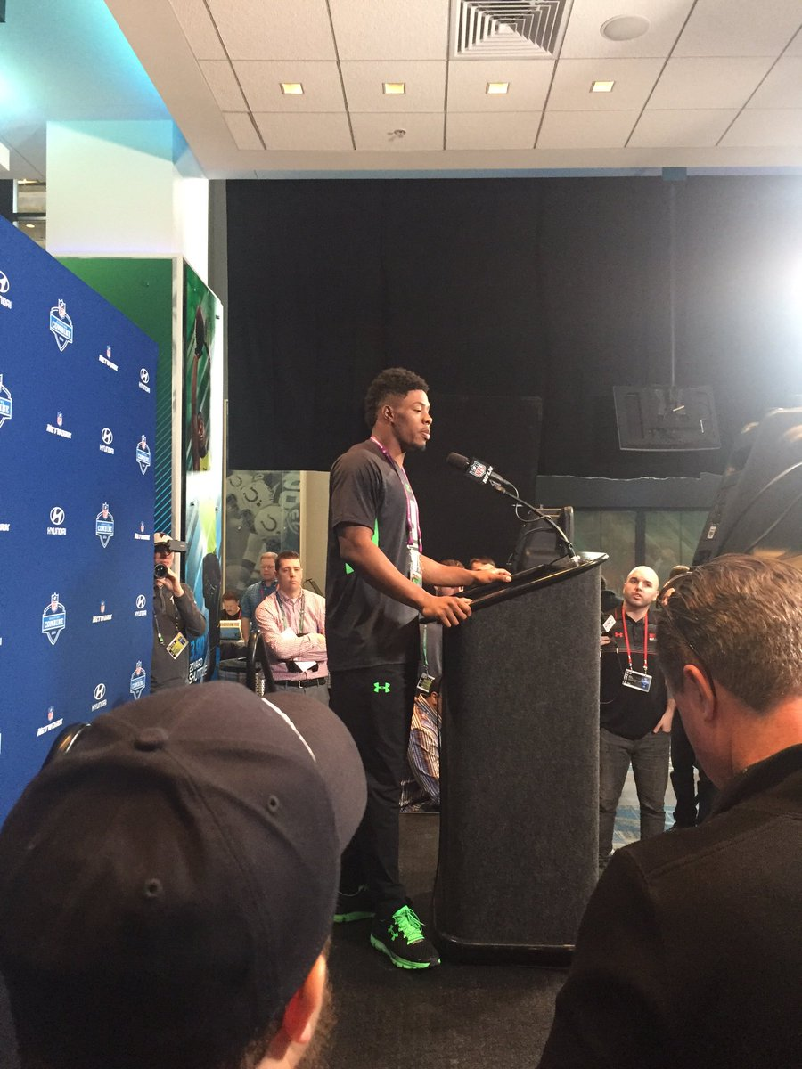 "Baylor Corey Coleman ""I pattern my game after Antonio Brown."" Not a bad decision in the slightest. https://t.co/uERMnB15gi"