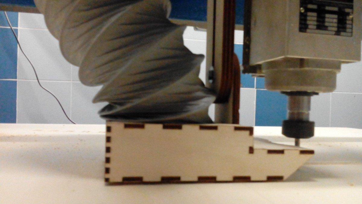 Le #netgirlsRoma si trasformano in makers: tra qualche minuto costruiranno una sedia. https://t.co/3v5B2D2kbe