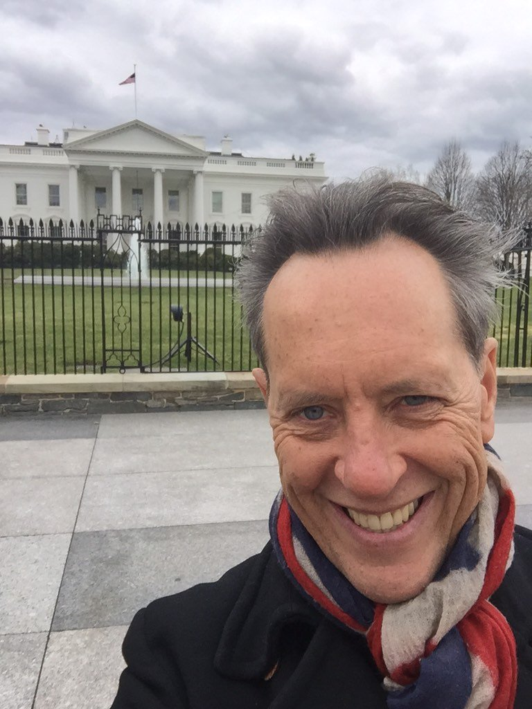 RT @RichardEGrant: Outside Kevin Spacey's 'House' https://t.co/9JA7pb6Ou9