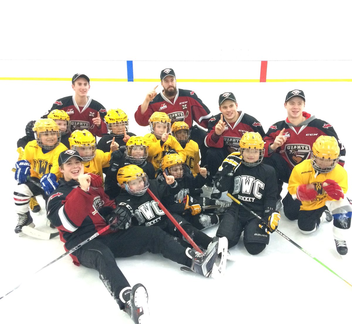 #TBT to when our players surprised these @bwchockey H2 players at hockey practice. Vid coming soon! #BeAGiant https://t.co/k4xuwpAhst