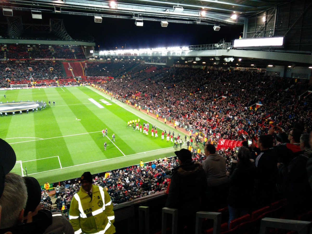 Terrific atmosphere at the Stretford end. How the crowd lifted the spirits post the away team took lead. https://t.co/CIu6VhYHvS