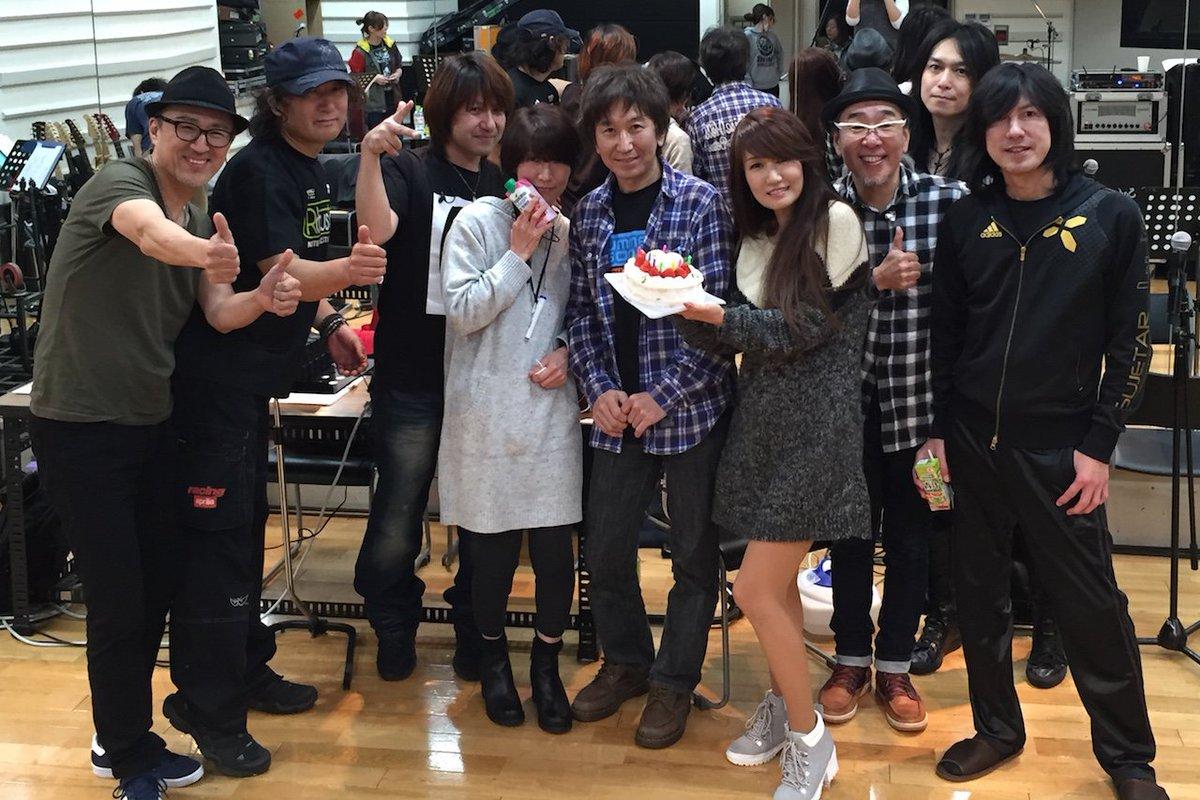 本日誕生日を迎えました。たくさんの方からお祝いメッセージをいただき感激しています。そして、浜田麻里さんとバンドメンバーにもサプライズのお祝いをしていただきました!本当に幸せ者ですヽ(;▽;)ノこれからも頑張ります!みんなありがとう! https://t.co/CWs5VAfXUs