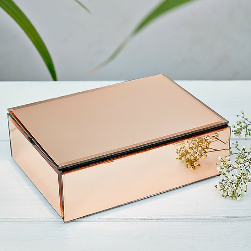 Follow and RT for a chance to #win a jewellery box (perfect for #MothersDay). Ends 29.02.16 #freebiefriday https://t.co/15D1TICqd9