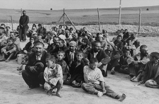 #OnThisDay in 1943, the first transport of Gypsies reached the Auschwitz-Birkenau camp.  https://t.co/9wKlTFn1NA https://t.co/raZAzhRDN1