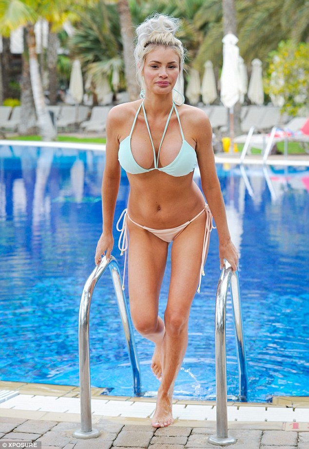 Picture Exclusive Chloe Sims Is Hot To Trot In A