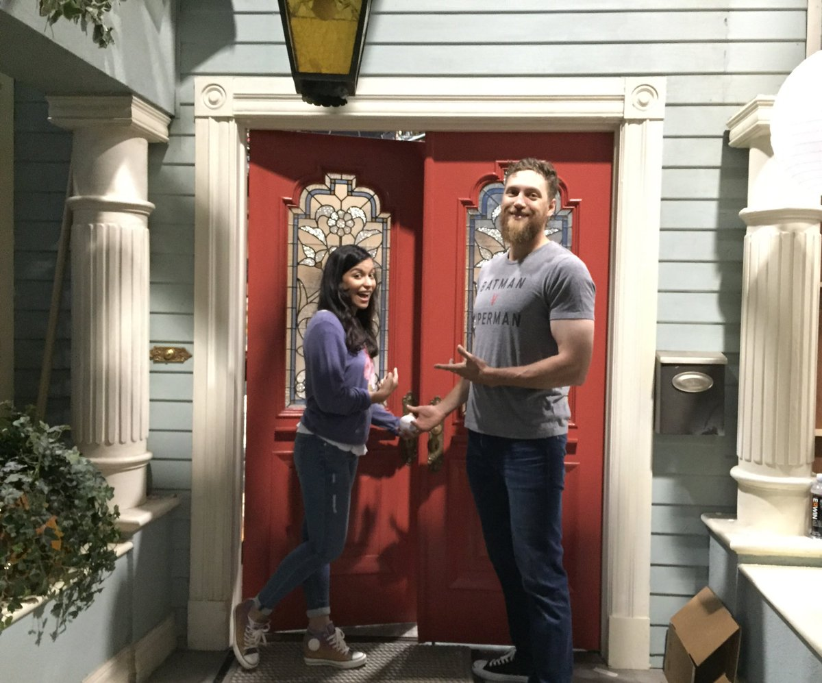 Getting to visit the @fullerhouse set was like walking through my childhood. Check out Hunter's episode on @netflix https://t.co/7WQIIi8cNb