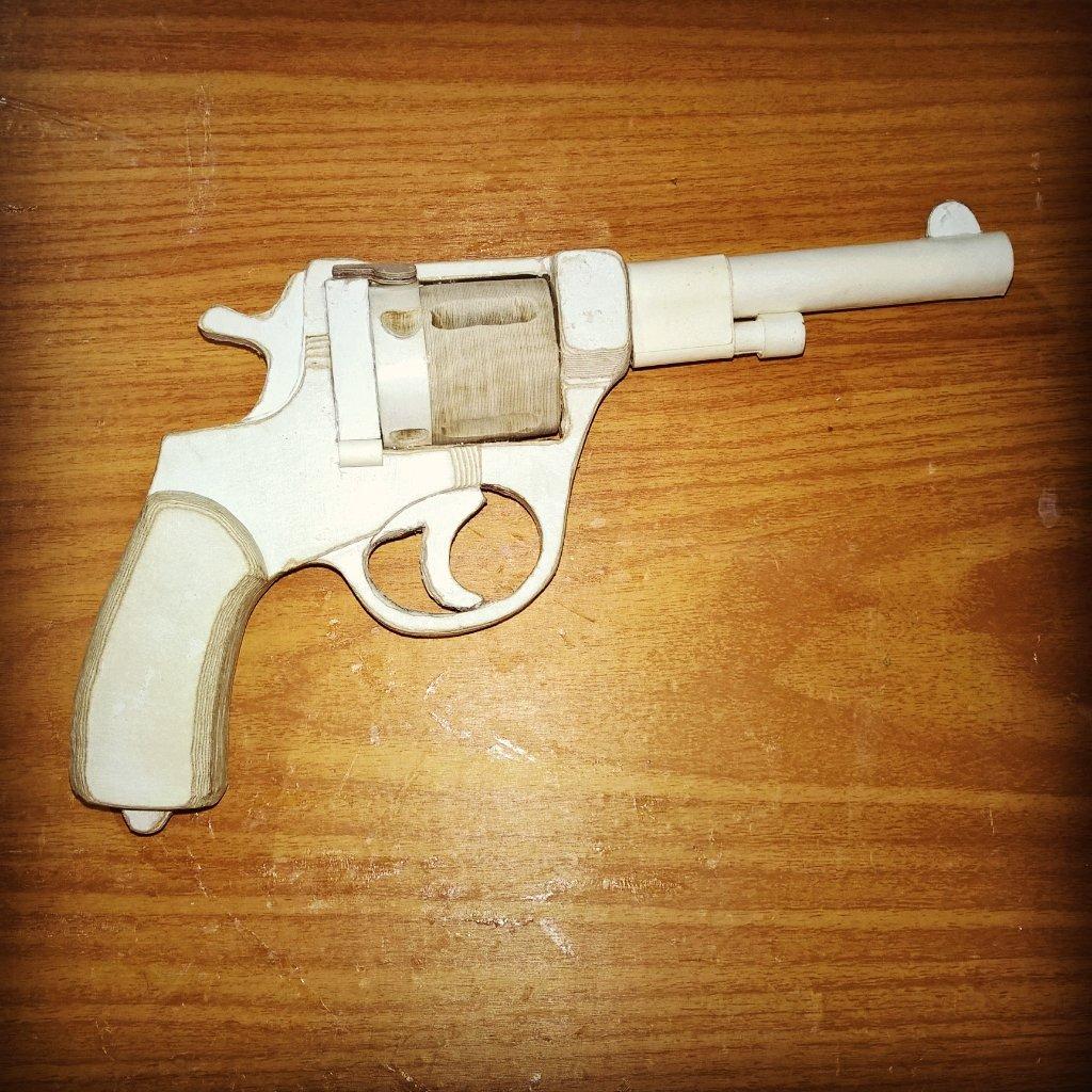Как сделать из бумаги стреляющий револьвер