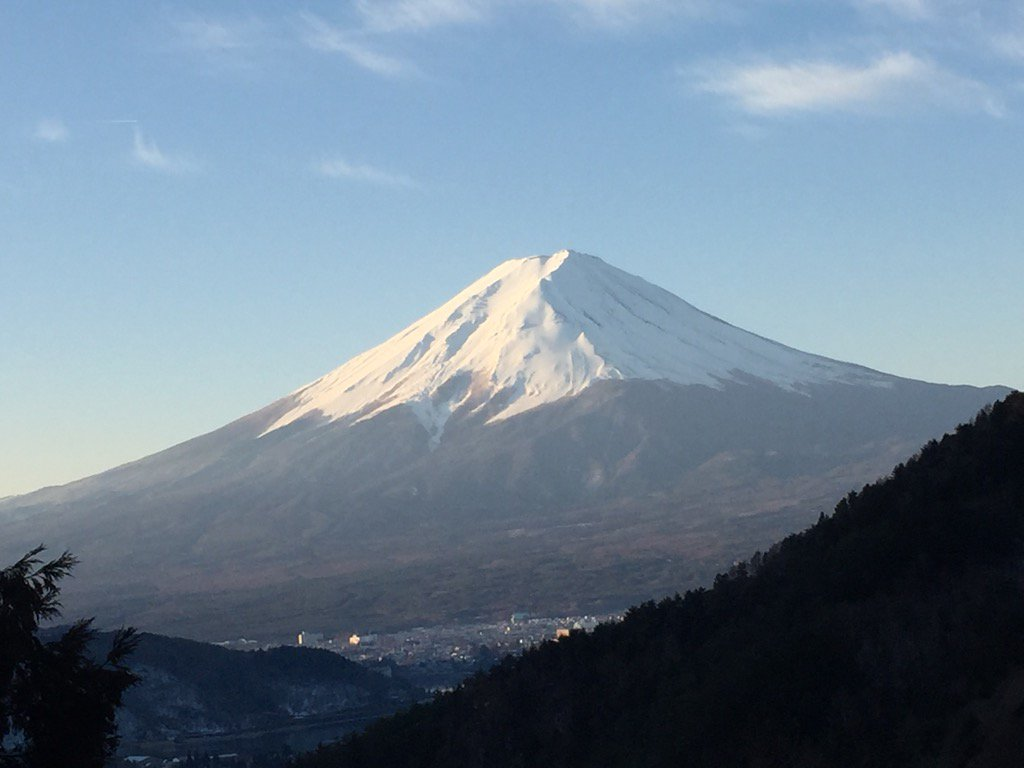 今の富士山。今朝は冷えてます。 https://t.co/98COqFZgpM