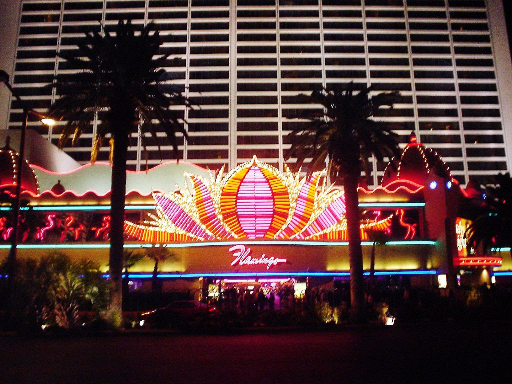 The #flamingo in #lasvegas at night. #flamingolasvegas #casino #lv neon. https://t.co/k31aZcPnck