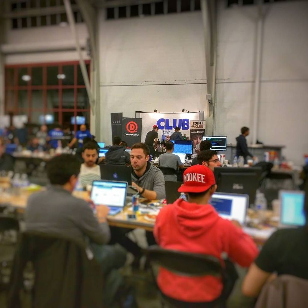 It's 10pm. Do you know where your #Hackers are? @Launch #Launchhack @jason @jasoncalacanis… https://t.co/xDJ2NUzA7s https://t.co/mY337E0IO2