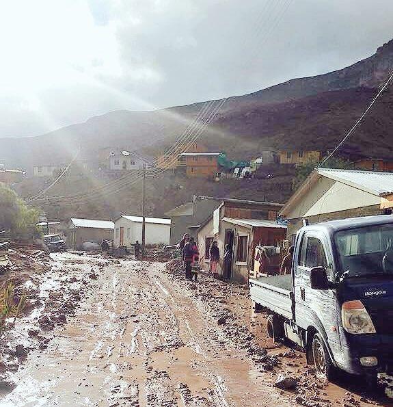 Así amaneció esta mañana la Comuna de Camiña (2.800 m.s.n.m) afectada por la lluvias de ayer!!.. #Iquique @biobio https://t.co/sRmJCVxzdB