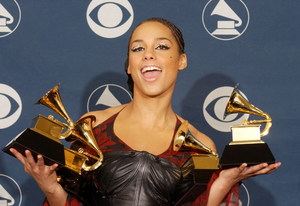 On This Day in NYC's History: Alicia Keys Wins 5 Grammy Awards https://t.co/7JcqauxayA https://t.co/bH1j3UNp24