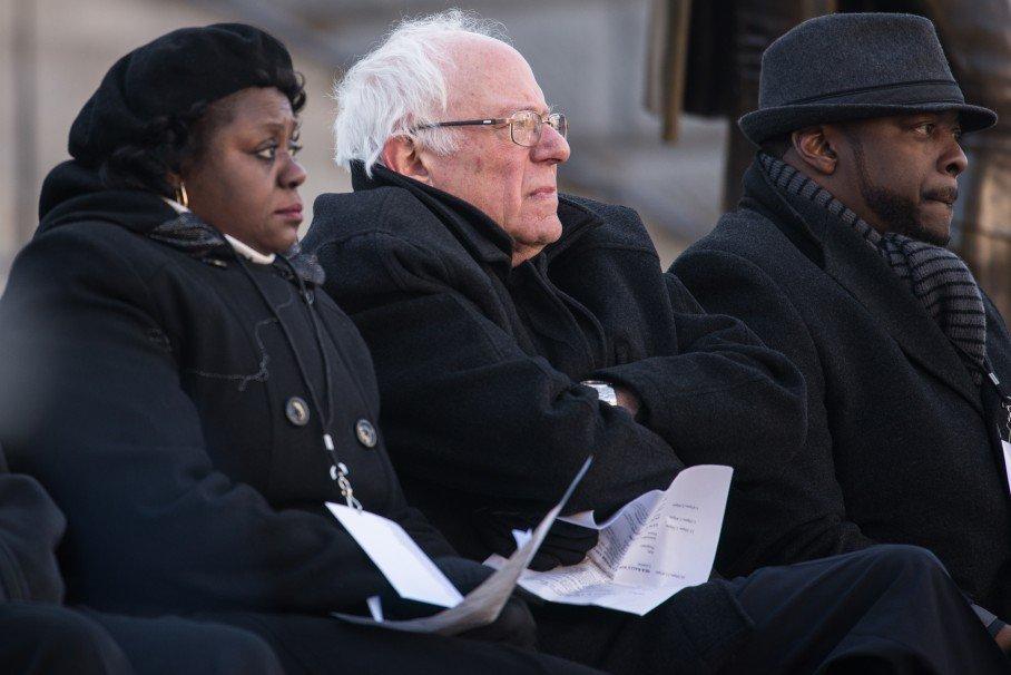 Bernie Sanders is right: Bill Clinton's welfare law doubled extreme poverty https://t.co/7e5wi2GgZm https://t.co/86jOPD23Er