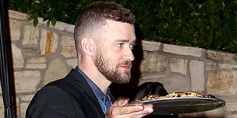 Justin Timberlake, Jessica Biel take pizza to go during rare night out at pre-Oscars bash