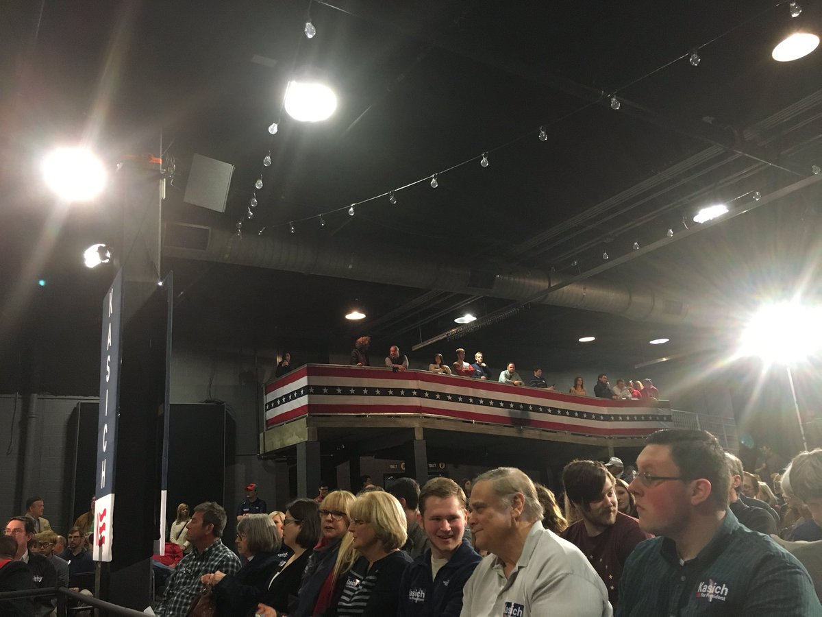 Bringin out more chairs & movin some people to the next level ramp here @JohnKasich's #Nashville event! #Kasich4Us https://t.co/z2xdoUNjEC