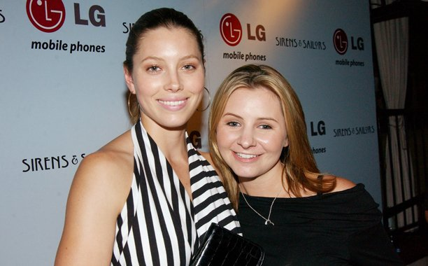 The cast of '7th Heaven' reunited to celebrate Jessica Biel's restaurant opening: 🙌