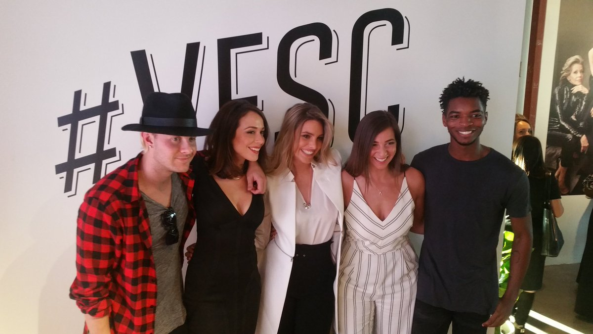 They're funny & gorgeous & awesome all around! Huge thx to this bunch for speaking @VFsocialclub yesterday #VFSC https://t.co/N5PamWWZYp