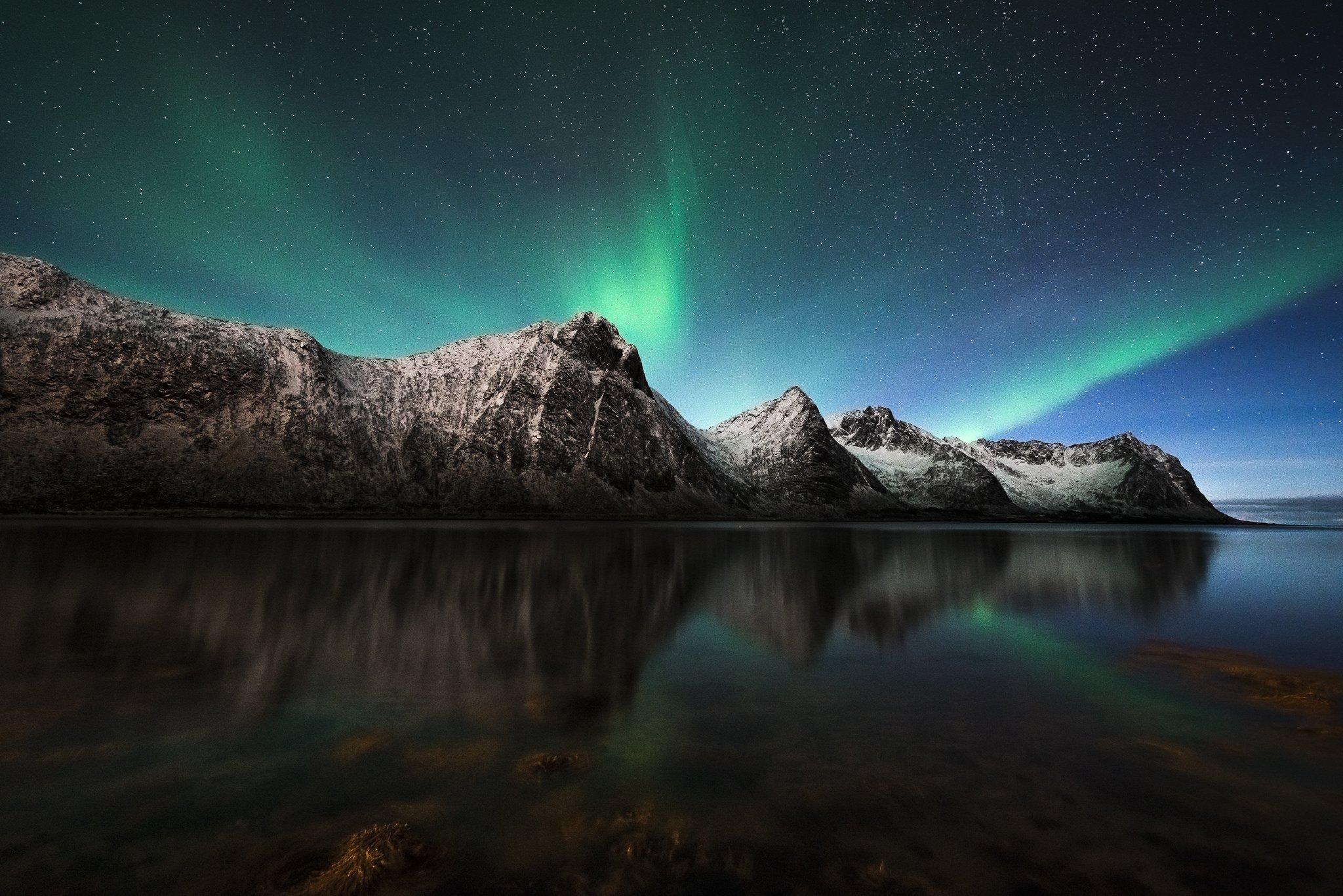 💚Nature's nightlight!💜 RT @fuggabugga @VladimerAntonov: #NorthernLights over Sážžá; Senja Island #Norway https://t.co/ycVi3aPq1M