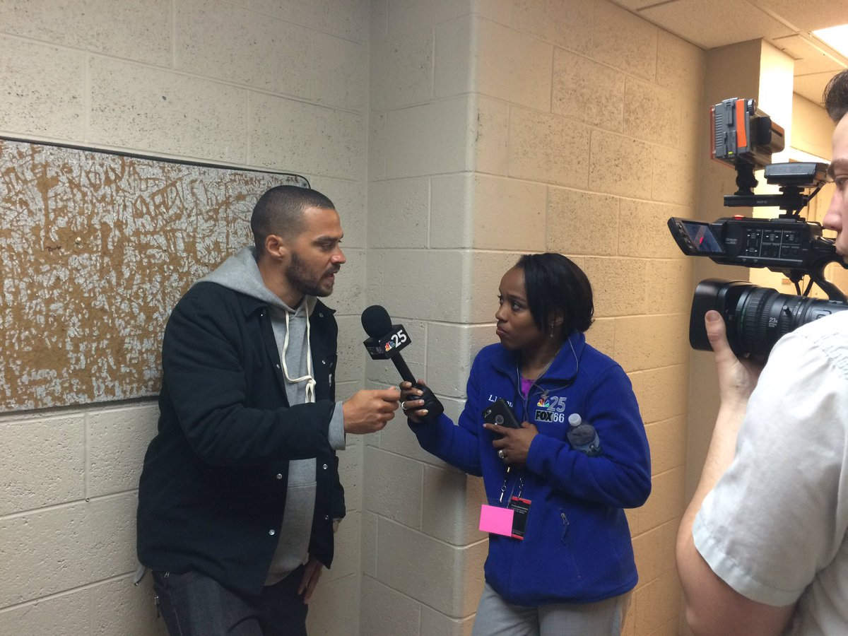 .@iJesseWilliams says he is here to support #Flint, raise awareness @ the #JusticeForFlint we will have more @ 10&11 https://t.co/UdTeWKsQiF
