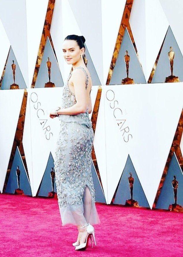 Artwork by @CHANEL #Daisy #Oscars https://t.co/bky7WKjzBK