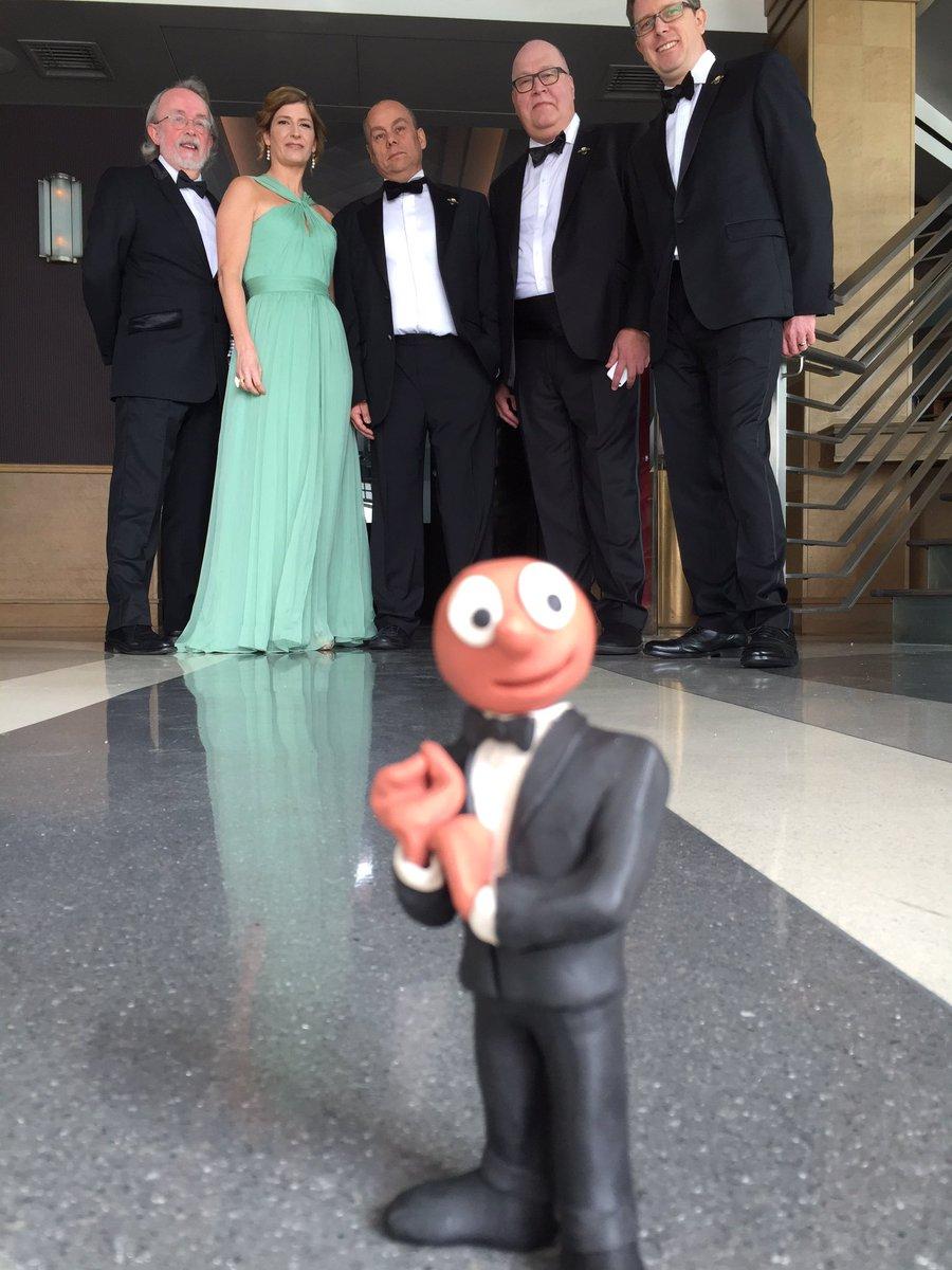 Off to the Oscars with team @shaunthesheep @aardman  @AmazingMorph https://t.co/jk6N48KtBw