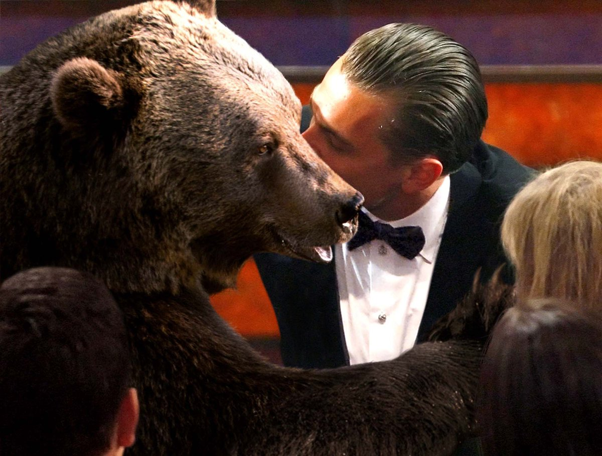 Leonardo DiCaprio Kisses Bear Before Going Up To Receive Oscar https://t.co/NXk2z7i1eN #Oscars https://t.co/j4mHsLocpj