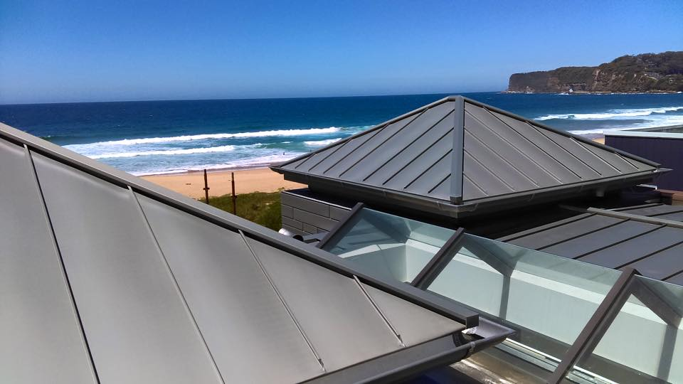 Amazing house #VMZinc interlocking panels, 300m2 #VMQuartz standing seam roofing. A great project, thanks to all! https://t.co/6yrp2tS0JL
