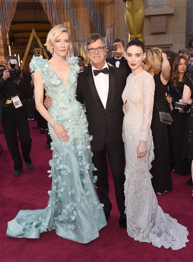 Portland's own Todd Haynes, flanked by his @CarolMovie stars, Cate Blanchett & Rooney Mara. #Oscars (AP) https://t.co/tJr5Q0Whul