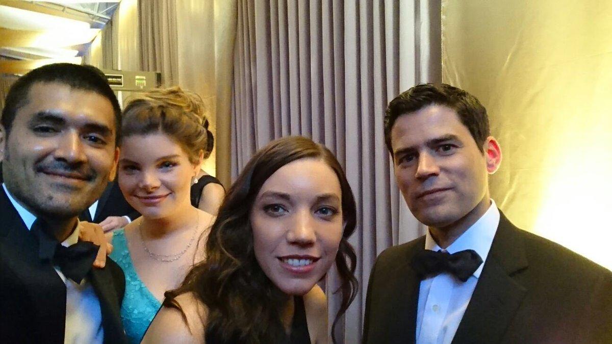 Comenzó la ceremonia de los #Oscar, todo el apoyo a nuestros profesores, vamos #BearStory https://t.co/x6f1bxjoHY