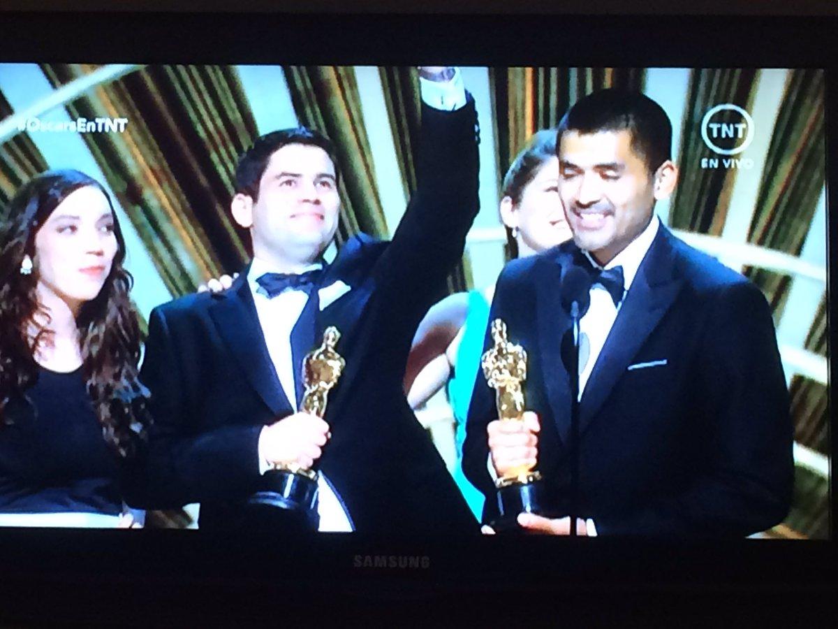 Hicieron historia, Gabriel Osorio y Pato Escala acaban de recibir el #Oscar, felicitaciones a nuestros docentes!!! https://t.co/MyVpqRc0rc