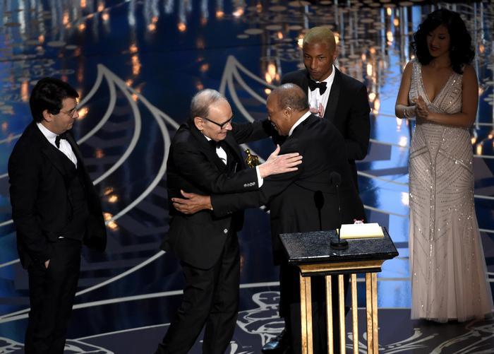 #EnnioMorricone trionfa agli #Oscars. Congratulazioni Maestro! https://t.co/ZOs7VSsc4J https://t.co/MtOwQJ5x1z