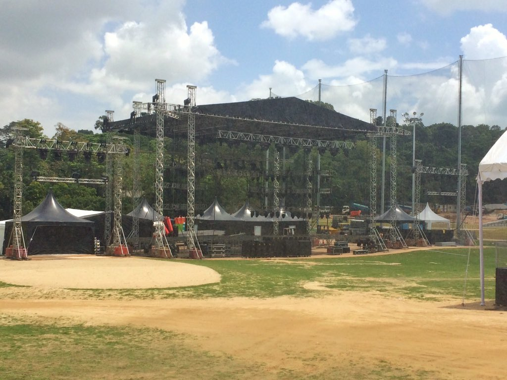 Stage for @takethat concert Sat night taking shape on range @ Sentosa #HSBCWomensChamps #golfasyouhaventseenitbefore https://t.co/ciUpgQDiTn