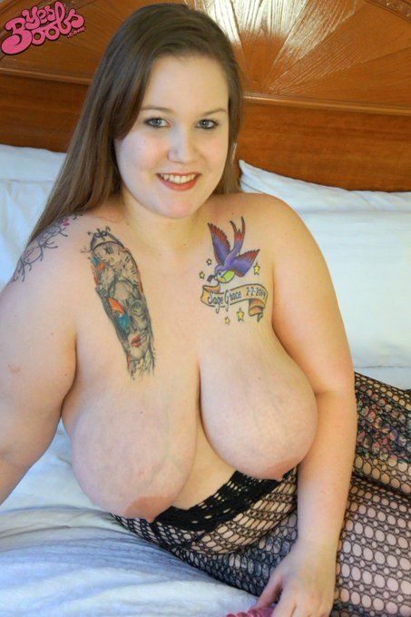 New model added! Check out her #bigboobs and #tattoos https://t.co/nBtu9wtCfO #busty #bbw #yesboobs #models